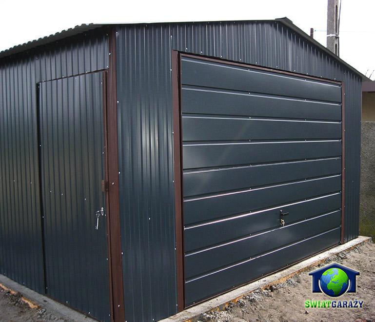 Nowoczesna architektura Garaże z szerokim panelem – Garaże blaszane i blaszaki – producent WA74