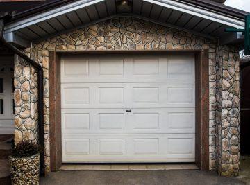 garaż blaszany murowany
