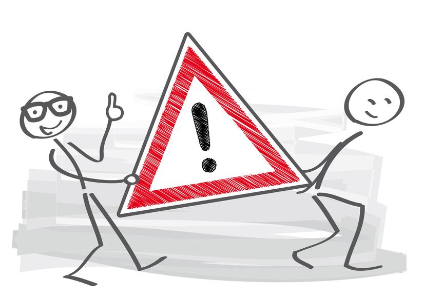 Bitte beachten – Strichmnnchen tragen Schild mit Ausrufezeichen
